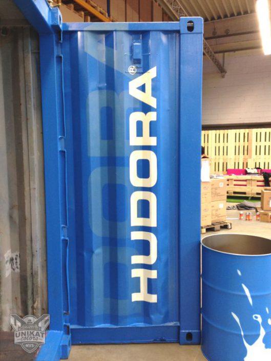 Blauer Container mit Graffiti